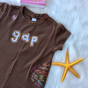 GAP Brown Multicolored T-shirt Size 2 years